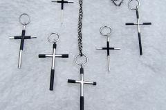 Flera kors i sterlingsilver och järn