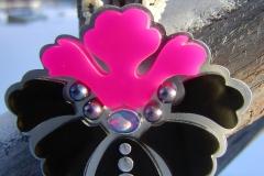 Halssmycke i sterlingsilver, akrylplast, odlade svarta pärlor och opal med collier av små pärlor