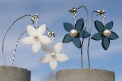Örhängen i sterlingsilver, odlade pärlor och akrylplast
