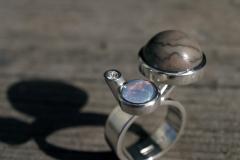 Ring i sterlingsilver okänd brun sten, opal och briljant