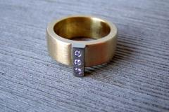 Ring i 18k guld, stål och briljanter