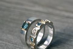 Ringar i sterlingsilver, 18k guld och topaser och briljanter
