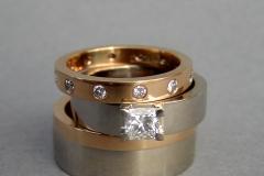 Ringar i 18k röd- och vitguld med diamant och briljanter